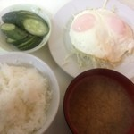 きぬ川 - 目玉焼き定食