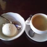 ディッシュ&カフェ トラム - 2012年11月25日訪問。アイスクリームとコーヒー。