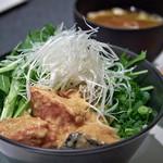 ドンブリオ - 鮭の 京風仕立て丼