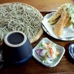 山居 - 野菜天ざるの大盛り(1,300円)