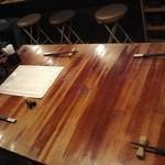 鍋屋 ひろじ - 4人掛けテーブル席