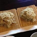 蕎麦処ひぐち - 料理写真:2色もり