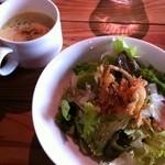 ハーブガーデン プティール倶楽部 伊都国 - セットのサラダとスープ