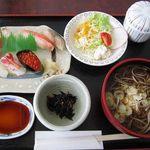 16158547 - 生寿司そばセット、1200円。