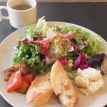 サロカフェ - たっぷりサラダプレートランチ 1000円