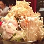 RESTAURANT SHIMIZU - 野菜た〜っぷりの白だしもつ鍋。〆のラーメンも旨い!