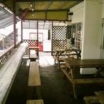 読谷村漁業協同組合 海人食堂 - カウンターとテーブル席