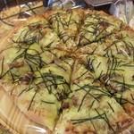 内田パン - ピザは豪快で一切れ一切れが大きくて安い
