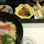 16167910 - 海鮮丼ランチ。(味噌汁が移っていません><)