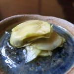 手打ち蕎麦 かね井 - お通し (山葵の醤油漬け)