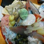 幸寿司 - 201212 幸寿司 びっくり丼(900円)拡大!