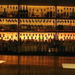 Bar K6 - 店内左のバーカウンター
