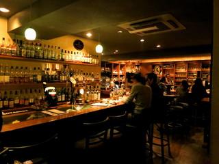 Bar K6 - 店内右のパブ風バー