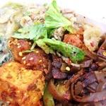 アジアンランチ - 追加トッピングでセロリと春雨のサラダ。酸味がいいね。