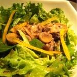 KEYAKI 欅 - キノコとほうれん草のサラダ