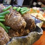 恕庵 - 佐賀牛の巻き巻き肉ジャガなど、その日のおばんざいや小鍋などが並びます。日替わりなので、飽きずにお召し上がりいただけます。