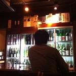 酒峰 - 全国の銘酒をながめながら呑めるカウンター