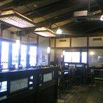 平田牧場 とん七 - 店内(レジ部分より見た眺め)