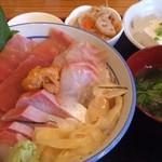 16185790 - 特選海鮮丼全容