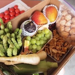 野菜、フルーツにはこだわって仕入れをしております。