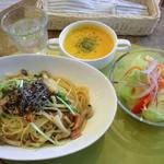 スマッジ コミュ - ベーコンと水菜のゆずこしょう風味パスタ かぼちゃのスープ 野菜サラダ