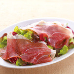カプリチョーザ - イタリアン産生ハムのサラダ