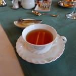 メインダイニングルーム 三笠 - 紅茶(ティーポットで提供してくれおかわり自由です)