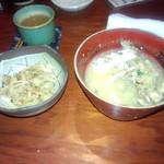 16199698 - 土鍋の盛りつけとお味噌汁