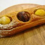 モン・ペシェ・ミニョン - 料理写真:マロニエ 250円? 二種の栗がデニッシュ生地に埋め込まれてます