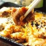 居酒屋 やえがき - 当店大人気の豚キムチーズ!ピリ辛にとろっとチーズが絡んで癖になる定番味! 580円