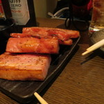 もつ焼き かまや - 厚切りベーコン(480円)