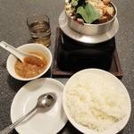 三福源 - 麻辛鍋(980円) ライス中(180円)も一緒に頼んでみました