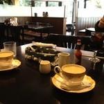 16209511 - コーヒーは380円、撮る人がふたりいると笑う彼・・・。(2012.12.4訪問)