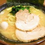 横浜家系ラーメン 綱島商店 - ラーメン650円