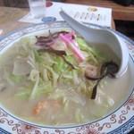 ふげん茶屋 - 研修生逹の頼んだ長崎ちゃんぽん700円、ふげん茶屋のちゃんぽんはあっさりスープに定番太麺です。