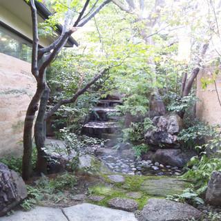 美しい日本庭園を眺めながら、美味しいお蕎麦をご堪能下さい。