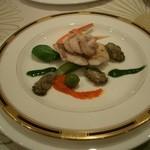 Dune - ≪お魚料理≫ イトヨリのポワレ・パブリカとグリーンの2色のソースで。 牡蠣のコンフィとカニ爪添え。