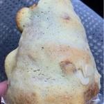 16214908 - バナナとカスタードのパン•180円