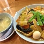 赤坂飯店 - 五目焼きそば(800円)