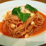 TRATTORIA Alioli - パスタ・モッツァレラチーズのトマトソース。大盛り無料なので大盛りです。