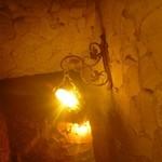 16218498 - ワイナリーの中へ通じる階段照明