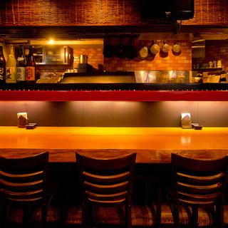 落ち着いた雰囲気の店内でゆっくりとお食事をお楽しみください。