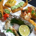 彩華 - 旬を楽しむ串揚げ 海老・アスパラといった王道から、白子・ハマグリ・松茸など、季節でしか楽しめない逸品もございます