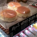りくろーおじさんの店 - 焼きたてチーズケーキ 588円(税込)