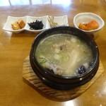 黄牛 - ランチ 参鶏湯 \1,200