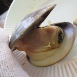 牡蠣小屋 住吉丸 - ここではハマグリを食べましょう♪良いお味(^-^)
