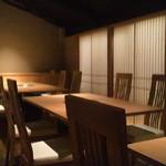 祇をん焼肉 茂  - 内観写真:2階テーブル席