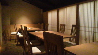 祇をん焼肉 茂  - 2階テーブル席