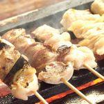 スマイリー城 - 料理写真:備長炭で焼く焼鳥は90円からとリーズナブル。