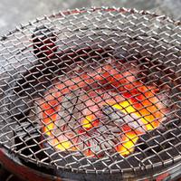 焼肉 幸福 - 天然炭の七輪。